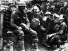 Американские пехотинцы пьют трофейное немецкое пиво