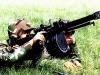 Китайский солдат ведет огонь из QLZ-87