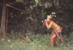 Абориген о-ва Суматра с духовой трубкой